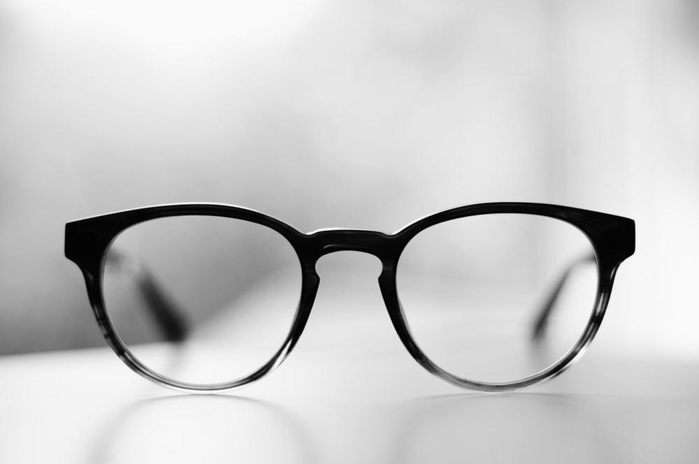 ウェリントン型のメガネ