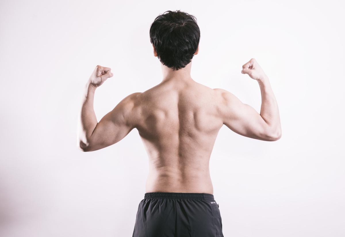 筋肉を見せるポーズ
