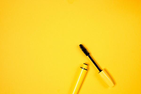 黄色のコスメ用品