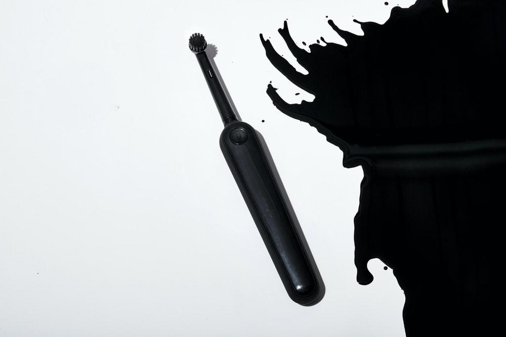 電動歯ブラシの黒色