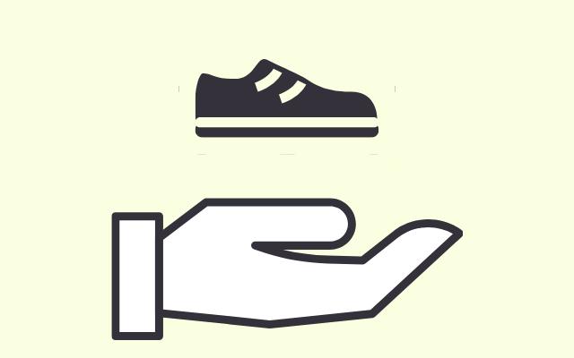 靴を持つ様子